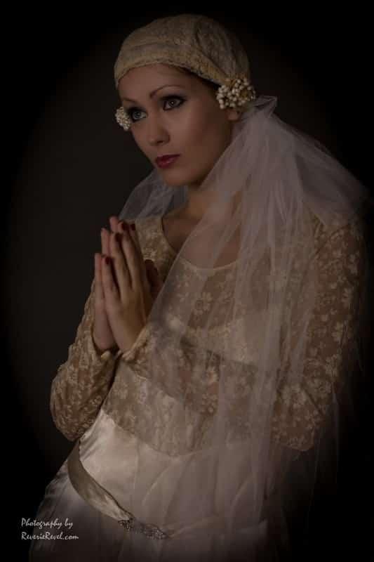 1920s modern posed wedding dress and veil