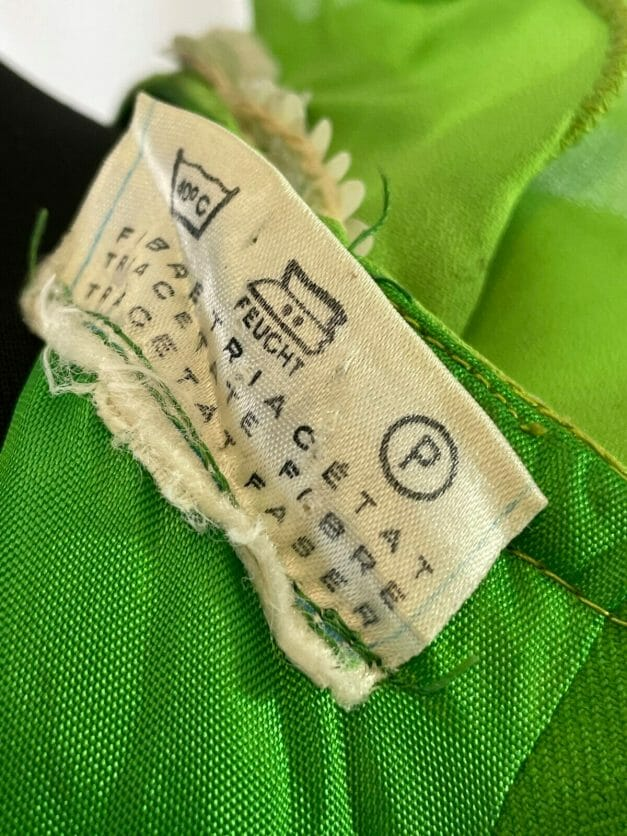 Label reads Tricel 100% and 40
