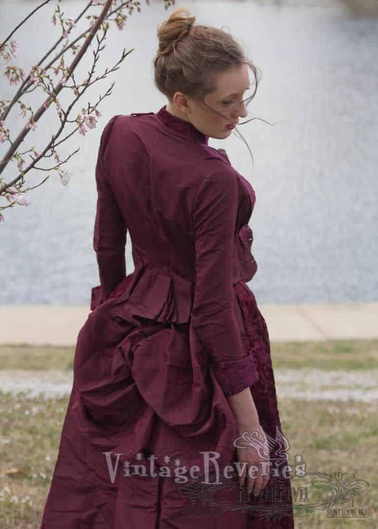 1800s bustle fashion